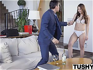 hot nanny Taylor Sands enjoys ass-fuck