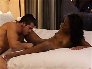 munching out black hotty Ashley pink in motel apartment