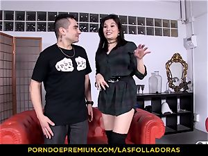 LAS FOLLADORAS - smallish chinese doggy style boink