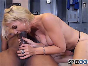 Sarah Vandella makes the deal that she gets an interview and he gets a messy blowjob