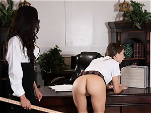 super-naughty student Riley Reid manages the muff of lecturer Ariella Ferrera