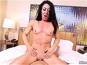 Muscle cougar first-timer ass-fuck pov and facial cumshot