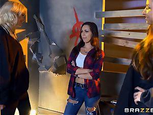 Jenna Sativa and mates enjoy cool girly-girl threesome