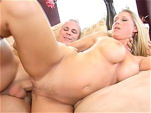 Devon Lee babe getting mans pleasure gel split in her facehole