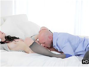 Veronica Radke gets a spunk sticky facial cumshot