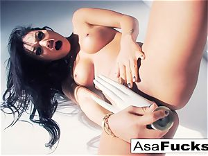 Asa Akira uses a faux forearm to please her cunt