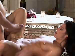 India Summers India Summers is luving the big pipe pleasuring her super hot cooter har