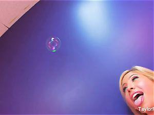 Taylor Vixen lezzy joy