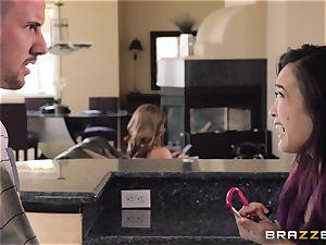 Mean mother Akira Lane pulverizes her daughters boyfriend