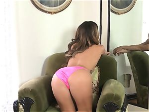 Keisha Grey manipulates her mild humid puss